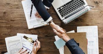 כיצד התמחות בניהול פיננסי יכול לתרום למקפצה לתפקיד הבא שלך