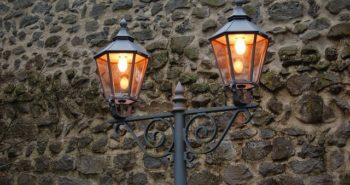תאורת חוץ סולארית לחסכון בחשבון החשמל